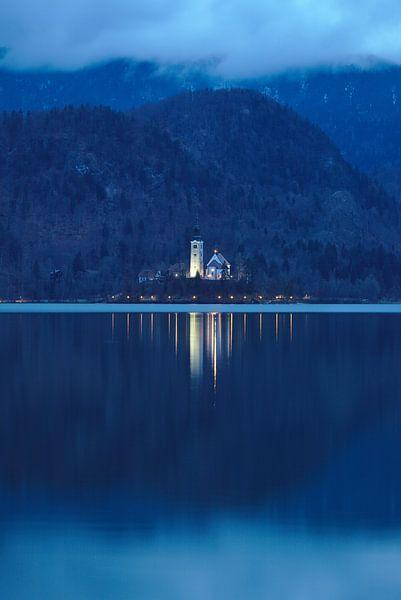 Kerk tussen de wolken van Sander Knopper