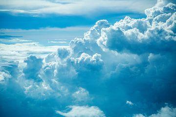 Blauwe Wolken 2 van Charles Poorter