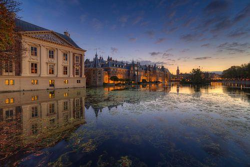 Mauritshuis Museum en Binnenhof  Den Haag na zonsondergang van