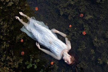 Oh Ophelia - Femme flottante sur Iris Kelly Kuntkes