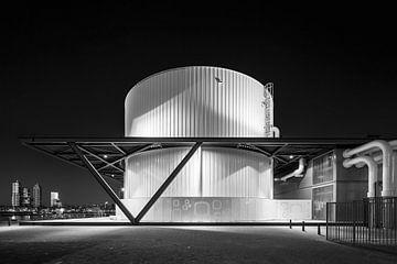 Industrieel gebouw langs de Maas in Rotterdam van