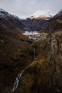 Prachtige fjord in de Noorse bergen van Geke Woudstra