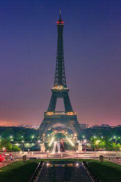 Es ist fünf Uhr, Paris wacht auf