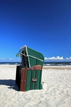 Grüner Strandkorb sur Ostsee Bilder