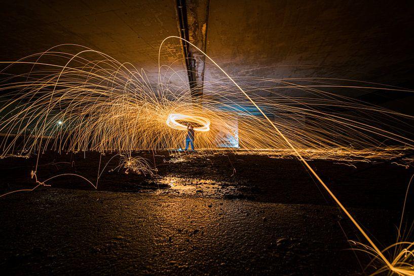 Lightpainting werk met brandend staalwol van Fotografiecor .nl