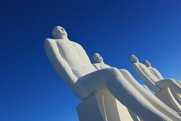 White giants looking at the sea van Gert-Jan Stoker