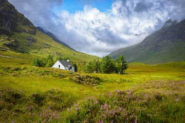 Berg huisje in Glencoe van Pascal Raymond Dorland
