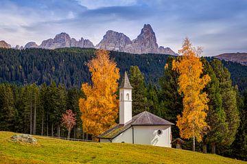 Kirche in den Dolomiten von Adelheid Smitt