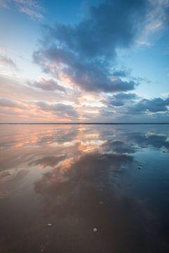 Zonsondergang aan het strand van Michel Knikker
