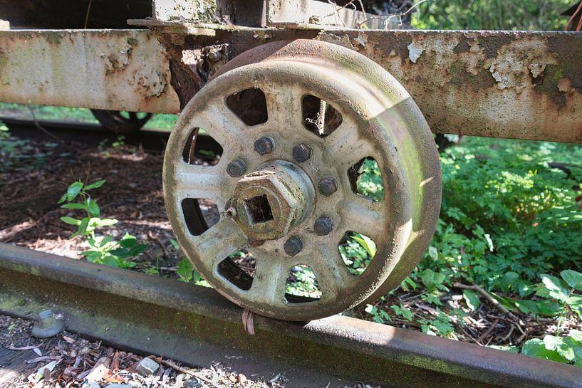 oud treinwiel van Compuinfoto .
