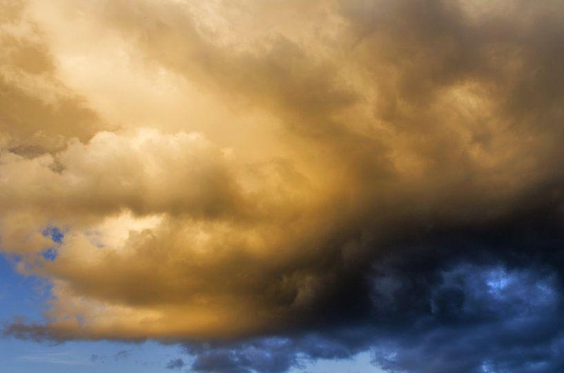 Regenwolk - na regen komt zonneschijn van Judith Spanbroek-van den Broek