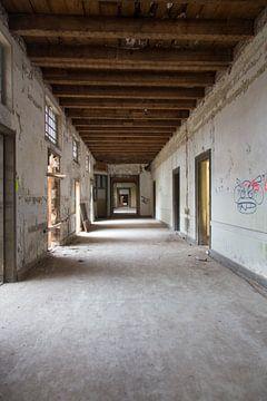 Stadtfotografie | Urban Photography | Leeres ehemaliges Irrenhaus von heidi borgart