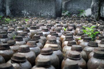 Kruiken met Chinese rijstwijn van Astrid Tomeij