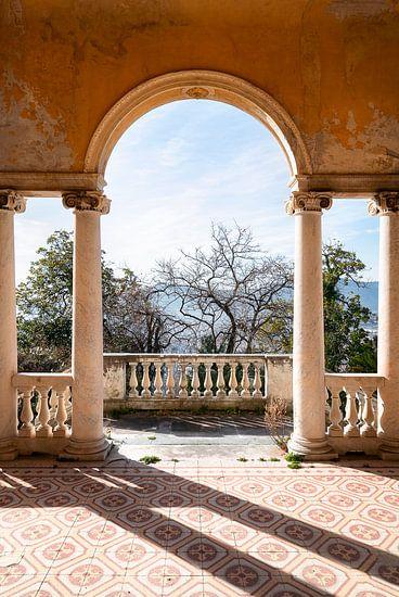 Verlassene Villa mit schöner Aussicht.