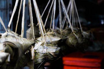 Eetpakketjes op een markt in Hua Hin, Thailand van Marcia Dubbelaar