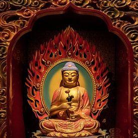 Fine art van een Chinese Boeddha in een Chinese tempel in Singapore van Jeroen Langeveld, MrLangeveldPhoto