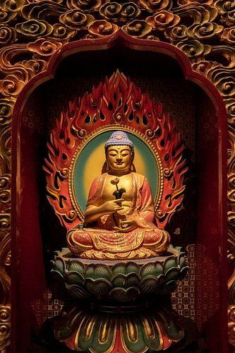 Fine art van een Chinese Boeddha in een Chinese tempel in Singapore