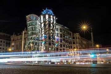 Dancing House à Prague le soir sur Marcia Kirkels
