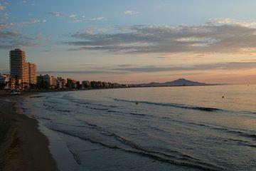 De dag begint aan de spaanse kust... von