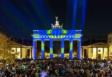 La porte de Brandebourg à Berlin avec les étoiles et les couleurs de l'UE sur Frank Herrmann