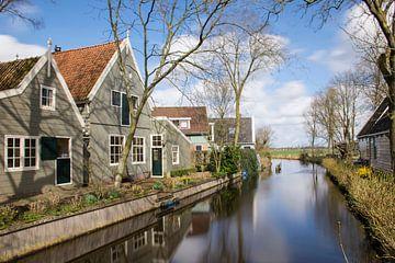 Houten Huizen in Broek in Waterland van Charlene van Koesveld