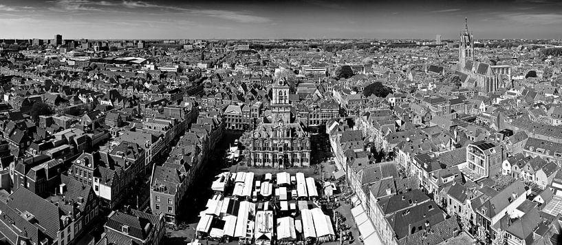 Panorama Markt Delft zwart / wit van Anton de Zeeuw