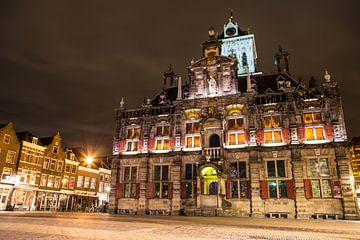 Rathaus Delft am Abend von Heleen van de Ven