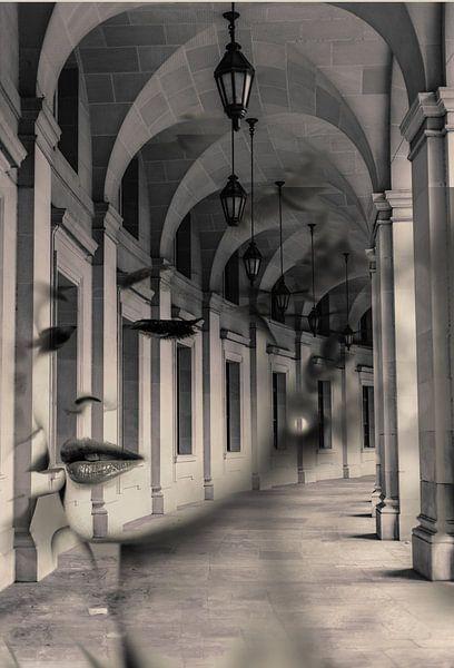 Arch lady. Double exposure portrait van Dreamy Faces