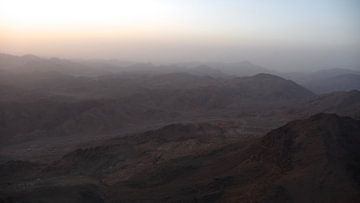 'Vanaf de Mozes berg', Sinaï- Egypte van Martine Joanne