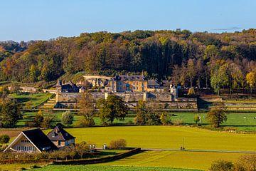 Das Jeker-Tal mit Blick auf den chateau Neercanne in den warmen Herbstfarben von Kim Willems