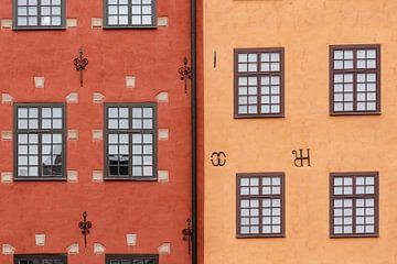 Kleurrijke huizen in Gamla Stan, Stockholm (Zweden) || Minimalistische Reisfoto van Manon Galama