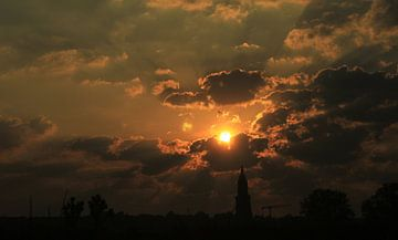 Zonsopkomst boven Rhenen. van Richard de Nooij