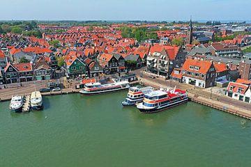 Luftaufnahme der Stadt Volendam von Nisangha Masselink