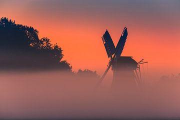 Zonsopkomst bij de Langelandstermolen in Garmerwolde van Henk Meijer Photography