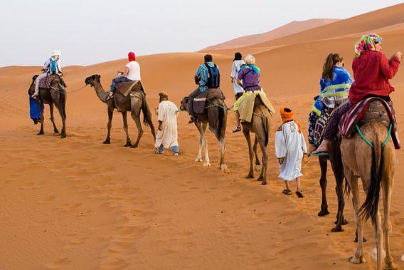 Karavaan in woestijn van BTF Fotografie