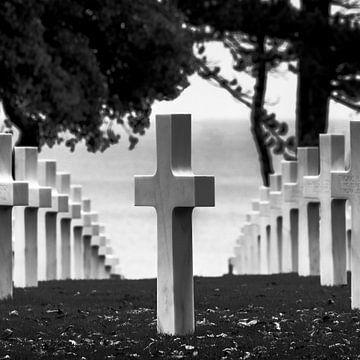 Kreuz auf dem amerikanischen Friedhof von Arina Keijzer