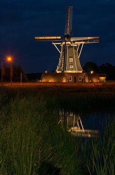 Verlichte Bataafse molen in Winterswijk van Tonko Oosterink