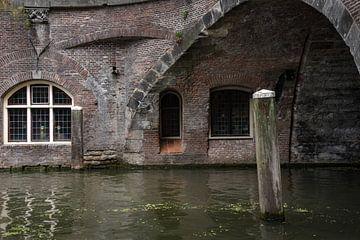 Aan de Oude Gracht-Utrecht 03 van Cilia Brandts