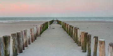 Strandpalen tijdens zonsopkomst sur Evert Jan Kip
