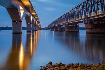 hsl - brug en oude vakwerkbrug Moerdijk van Eugene Winthagen