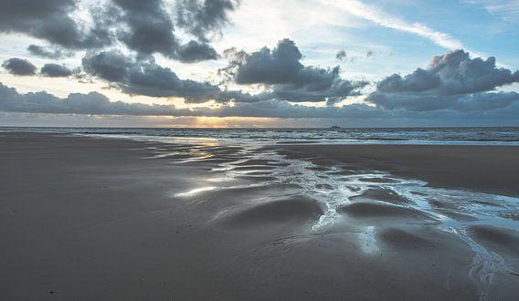 Het Strand 002 van Alex Hiemstra