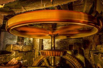 Het binnenwerk van de Volmolen bij Epen van John Kreukniet