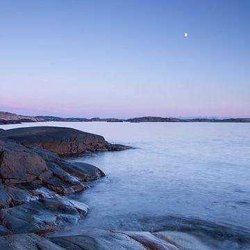 Rots, water, lucht en maan II van Douwe Schut
