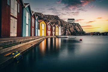 Kleurrijke Zweedse huisjes, aan zee, vissershuisjes Smögen van Fotos by Jan Wehnert