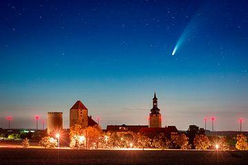 Burg Querfurt mit Komet Neowise von Martin Wasilewski