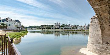 Réflexion dans la loire de la ville française de Saumur sur Fotografiecor .nl