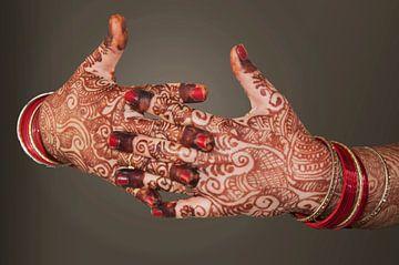 Handen met henna schildering van Dray van Beeck