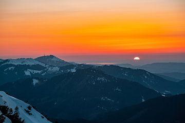 Zonsondergang met Grünten en de Bodensee in zicht van Leo Schindzielorz