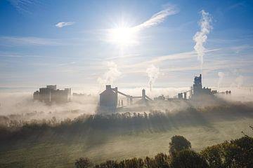 Industrie in de mist van Johan Vanbockryck