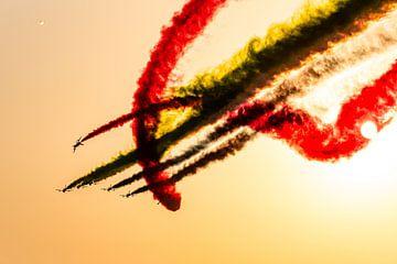 Luchtshow met vliegend eskader en kleurrijk rookeffect van Dieter Walther
